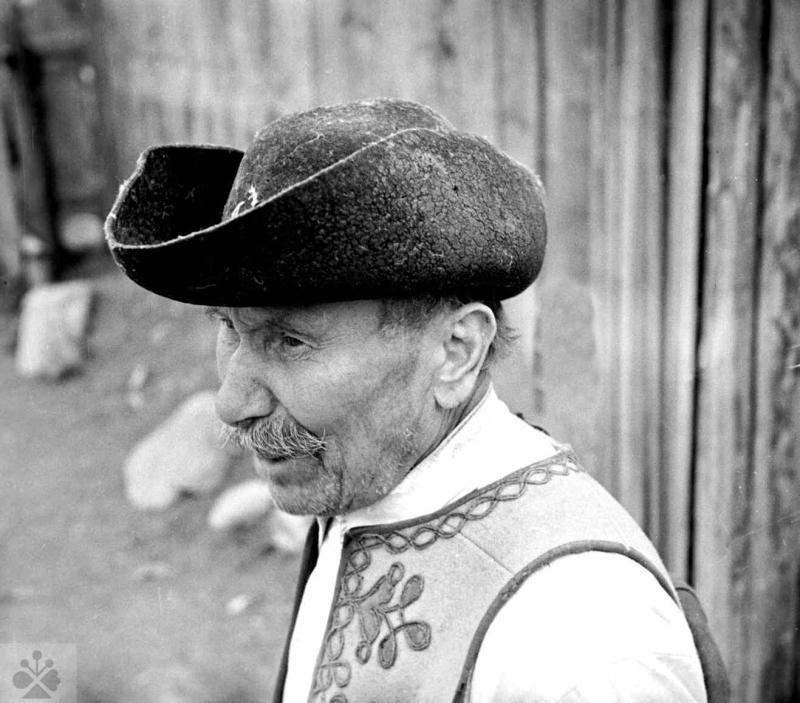 a66a7b62d Klobúk, Liptovská Lúžna, okr. Ružomberok, 1953. Foto: František Hideg,