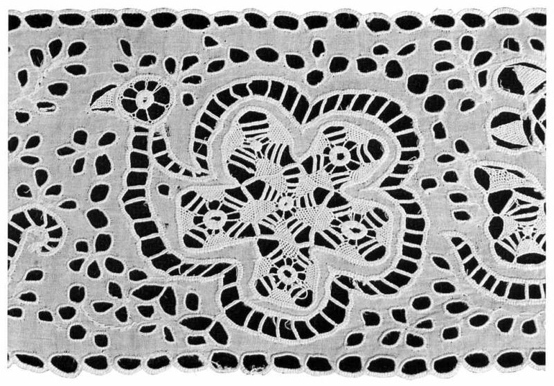 d98a43631 Motív páva z bielej dierkovej výšivky. Šelpice (okr. Trnava), 1930.